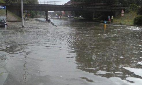 Wateroverlast in Arnhem op 28 juli in 2014, foto via twitter / @BrengOV.