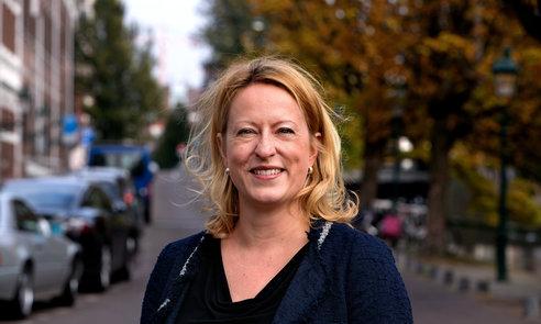 ESTHER DE LANGE