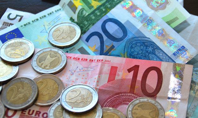 Briefgeld-muntgeld-geld-euro-betalen. groot formaat.